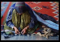 a Qashghai waman weaves a carpet.